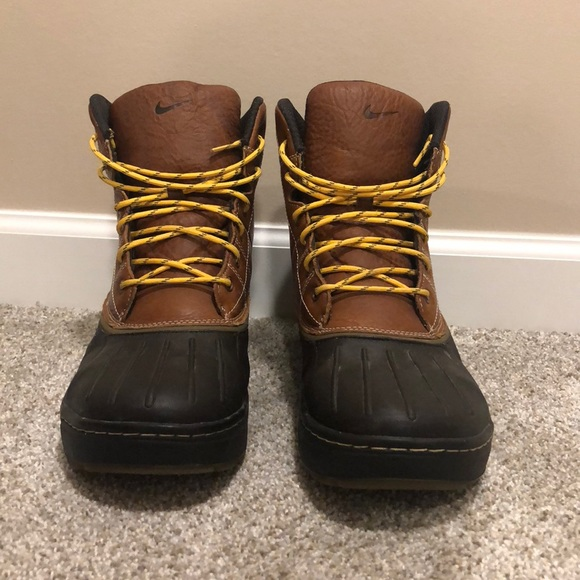34b34258d38c Nike men s ACG duck boot size 12. M 5b96fedca5d7c6088a9a0fe2